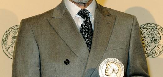 """""""Patrick Stewart 2012"""" von Peabody Awards - Patrick Stewart. Lizenziert unter CC BY 2.0 über Wikimedia Commons - https://commons.wikimedia.org/wiki/File:Patrick_Stewart_2012.jpg#/media/File:Patrick_Stewart_2012.jpg"""