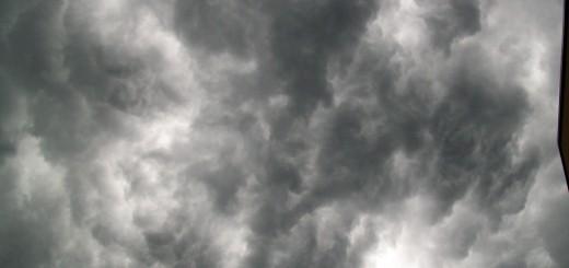 Direkt_unter_Gewitterwolke